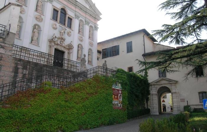 Museo degli Usi e Costumi della Gente Trentina. Ingresso e chiesa di San Michele Arcangelo