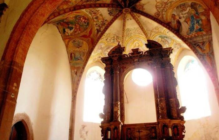 Chiesa SS. Filippo e Giacomo: interno chiesetta di Zambana Vecchia. Foto F. Anderlini